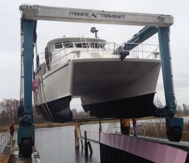 nauti-gail-stern-bow-lift